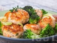 Пържени кюфтета от сьомга и картофи с броколи за гарнитура